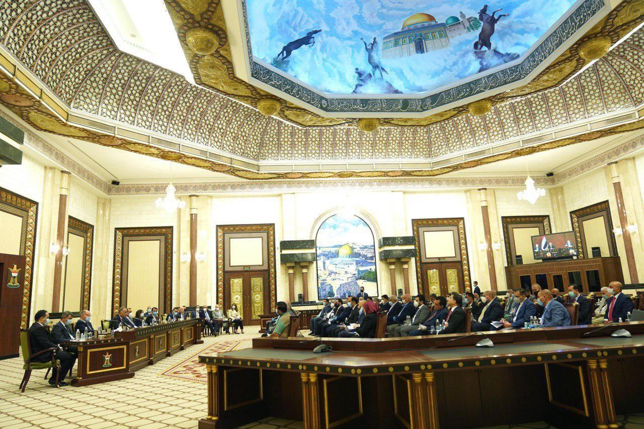 الكاظمي يتوعد لمبتزي القطاع الخاص ويقول : الحكومة لديها إجراءات رادعة