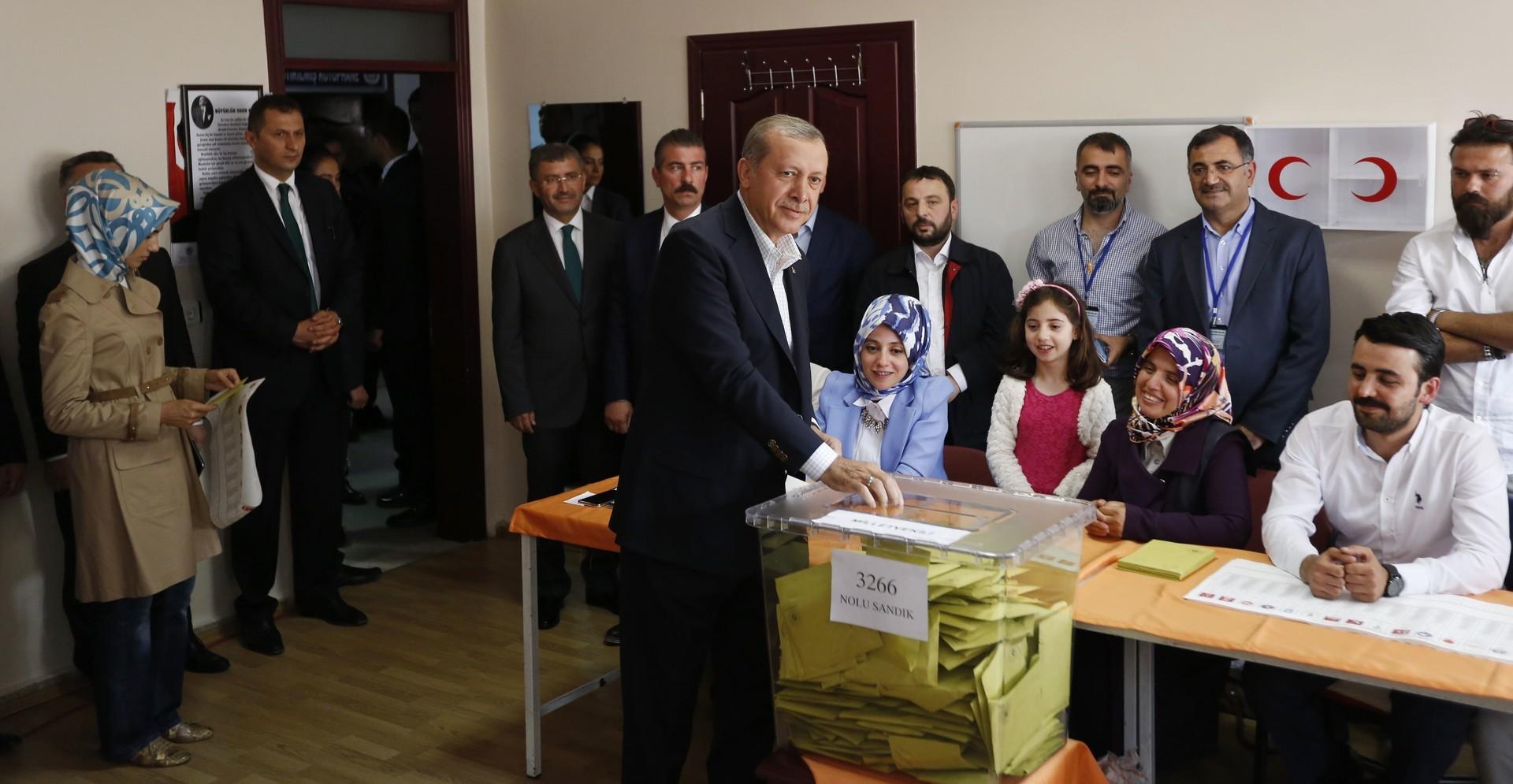 دميرتاش: أردوغان وحزبه أوقفا العملية الديمقراطية في تركيا