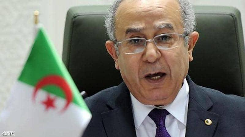 """جدل في الجزائر بسبب حساب """"الوزير الوهمي"""""""
