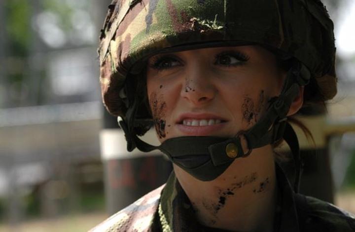 ملكة جمال بريطانية تروي قصتها أثناء تواجدها في العراق