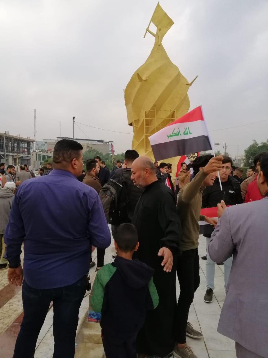 """بالصور.. في كربلاء: تظاهرة تطالب بـ""""الغاء"""" قانون رفحاء والحفاظ على سيادة العراق"""