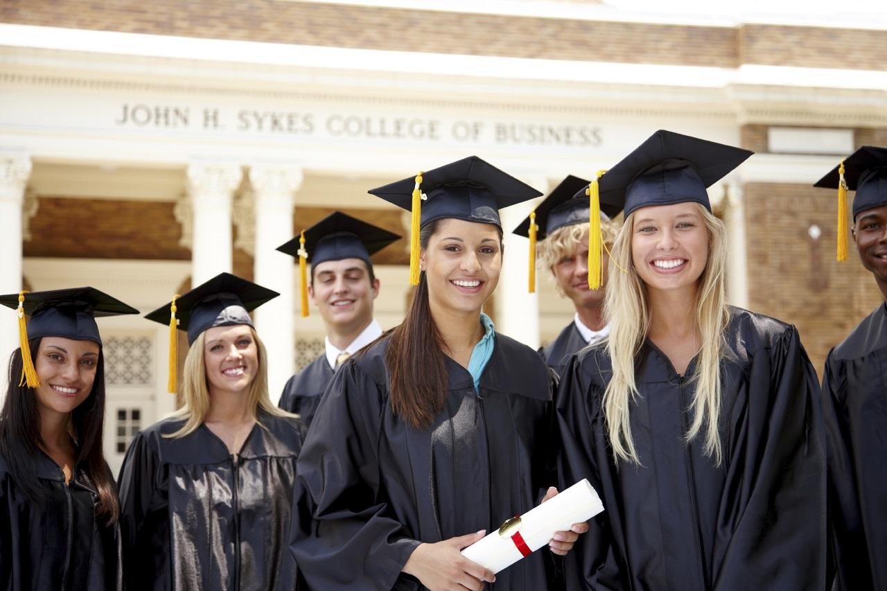 بريطانيا توفر للعراق  1500 منحة دراسية في جامعاتها