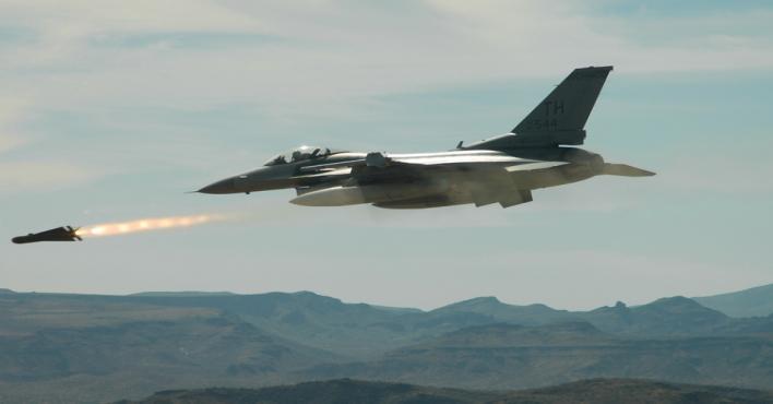 مقتل 12 ارهابيا بينهم 4 من قيادي عصابات داعش في غارة جوية لطائرات f 16 العراقية