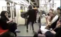 شاهد الفيديو.. إيرانية محجبة تتحدى قوانين حكومتها وترقص في قطار وسط طهران
