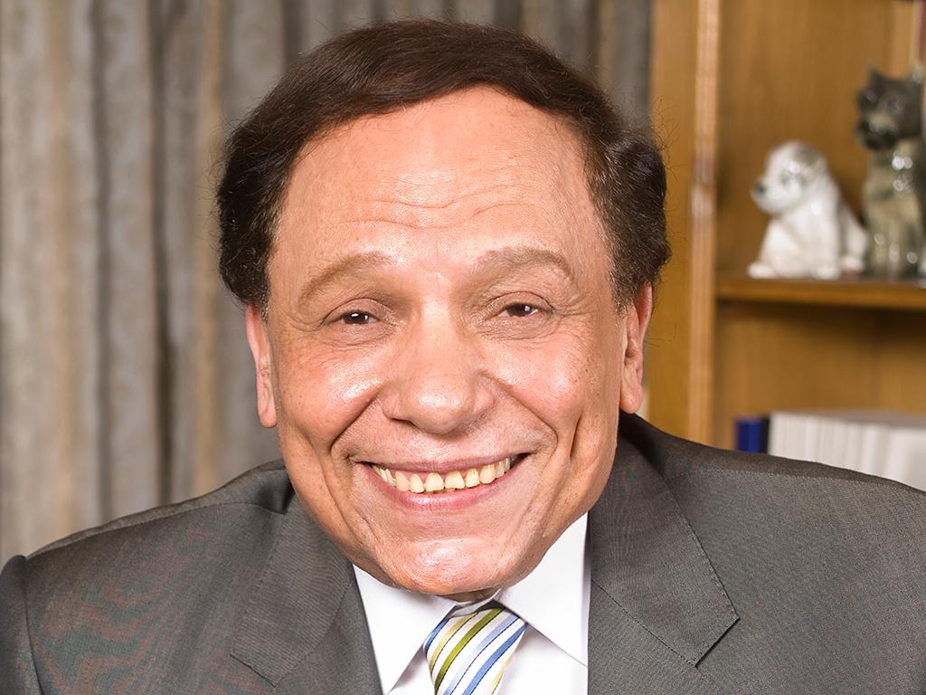 الزعيم  ضحكة مصر .. عادل امام يحتفل بعيد ميلاده ال 77