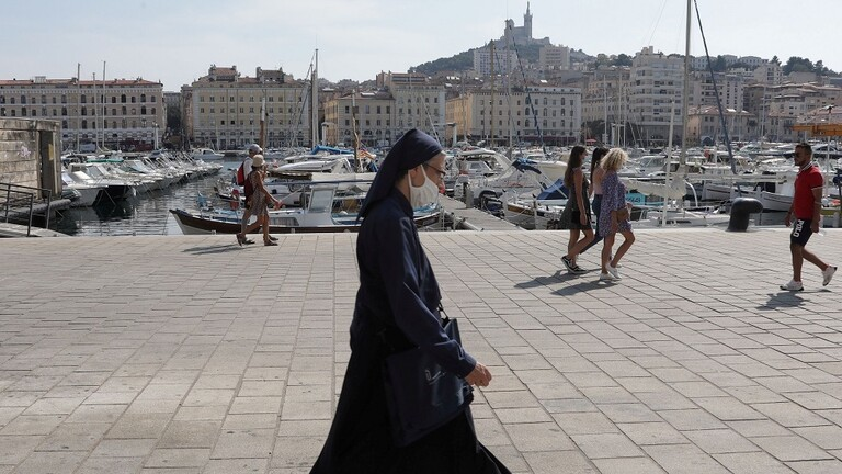 فرنسا تسجل أعلى حصيلة إصابات يومية بكورونا