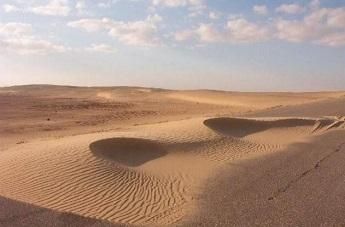 التحذير من عودة الكثبان الرملية لاطراف محافظة ذي قار