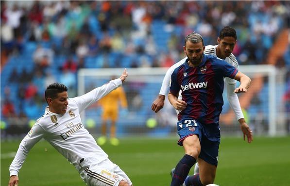 مايورال: لم أستطع الاحتفال أمام ريال مدريد