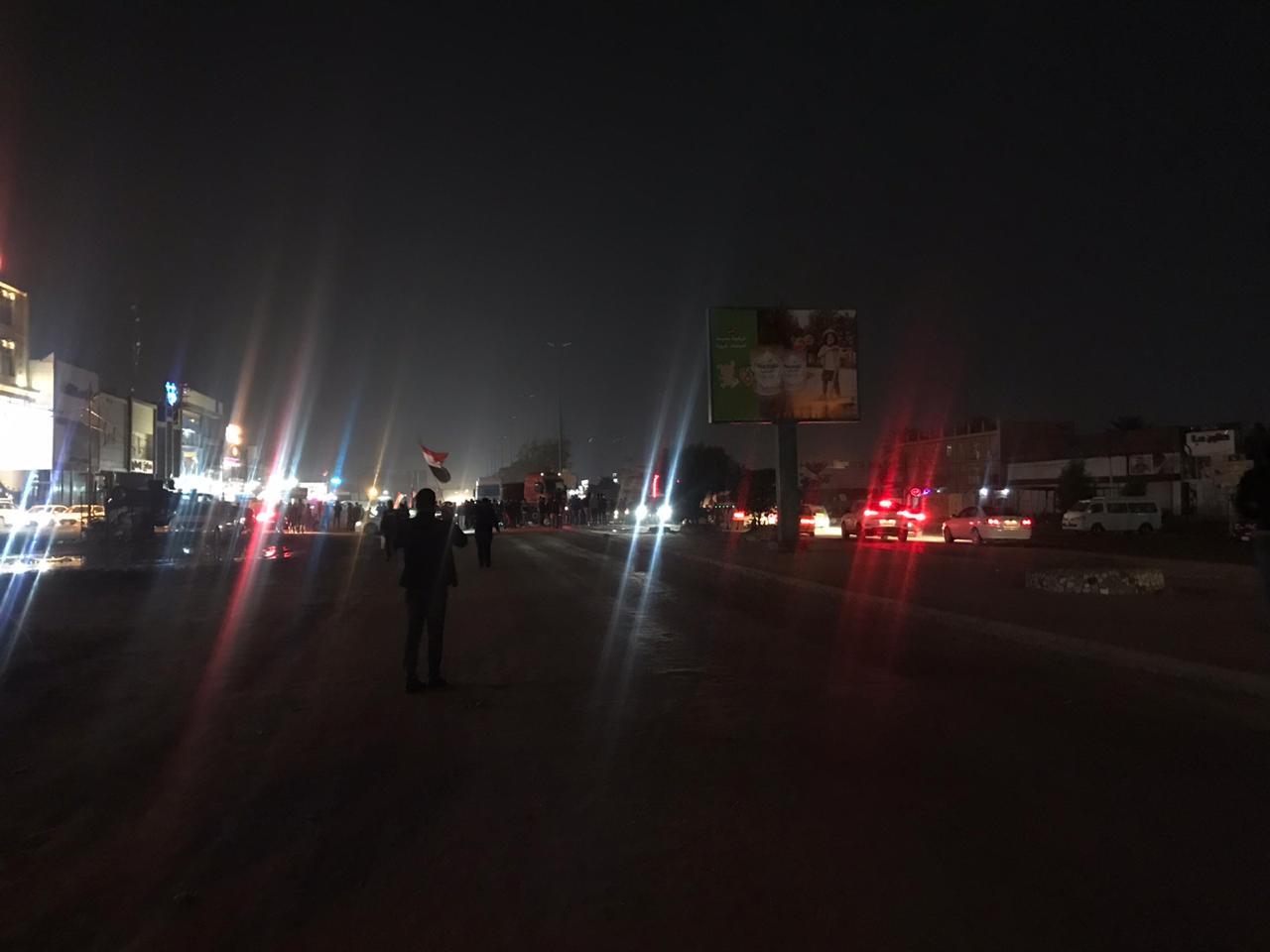 المتظاهرون في بابل يغلقون مجسر الثورة في بابل