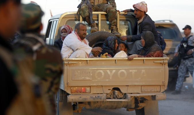 عودة العوائل النازحة الى منازلها في المناطق المحررة  بعد تأمين طريقا استراتيجيا جنوب الموصل