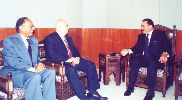 السياسي رفعت السعيد يروي أسرار وكواليس الأيام الأخيرة من حكمي مبارك ومرسي