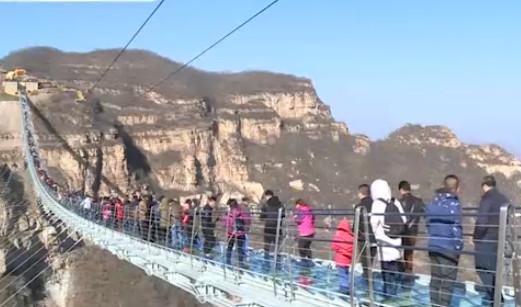 """بالفيديو .. الصين تفتتح أطول جسر """"مرعب"""" في العالم"""