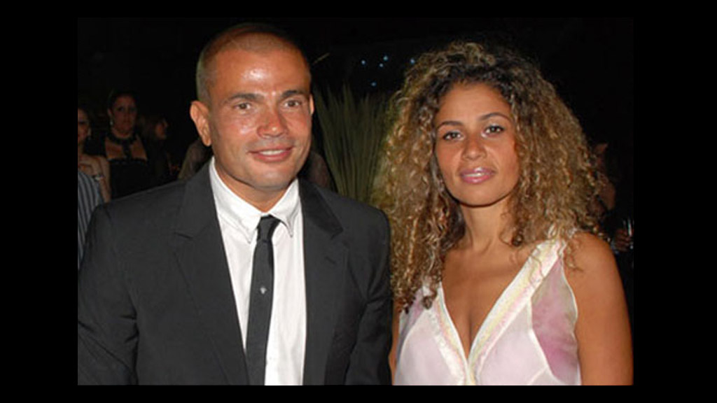 زوجة عمرو دياب تحتفل بدون خاتم زواج