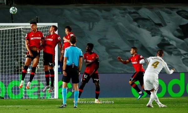 ريال مدريد يعبر مايوركا ويتشبث بصدارة الليجا