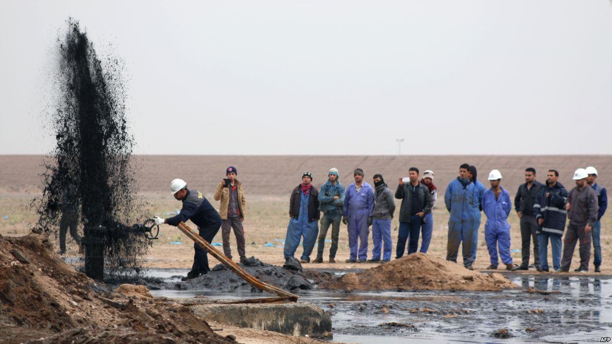 نائب عن البصرة يطالب بتشغيل ابناء المحافظة بالشركات النفطية بدلا من العمالة الاجنبية