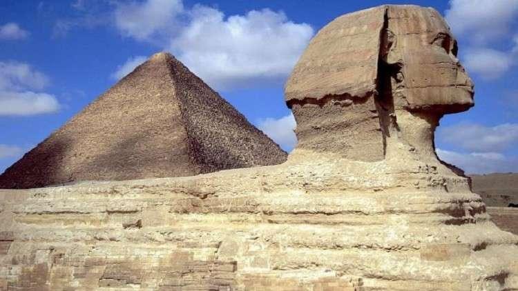 مسؤول مصري يدعو لاستغلال الفيديو الإباحي على هرم خوفو لتشجيع السياحة