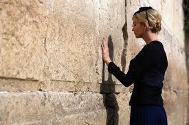 """""""صور""""  بكاء ايفانكا ترامب عند حائط المبكى وزوجها اليهودي ..فهل اعتنقت ديانته ؟؟"""
