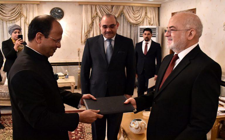 وزير الخارجية يتسلم أوراق اعتماد السفير الباكستاني الجديد