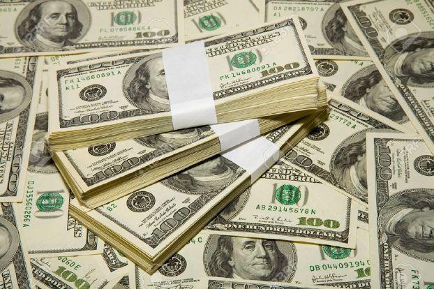 أسعار الدولار تسجل تراجعا بسبب التوترات بين الولايات المتحدة والصين