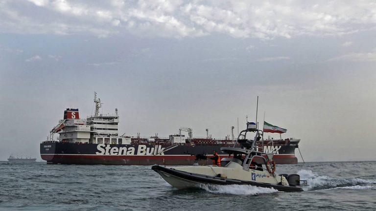 """وصول 7 من طاقم الناقلة """"ستينا إمبيرو"""" إلى دبي"""