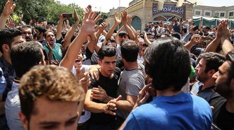 بالفيديو ..  بدأ العصيان المدني في إيران