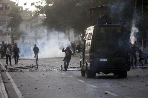 اشتباكات بين طلبة الإخوان وقوات الأمن في القاهرة واستعدادات لمظاهرة مليونية الجمعة