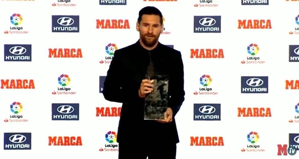 ليونيل ميسي يتسلم جائزة ألفريدو دي ستيفانو كأفضل لاعب في الليغا