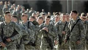 الكشف عن وصول 600 عسكري امريكي إلى قاعدة عين الاسد الجوية غربي الأنبار