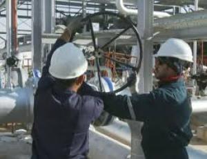 وزير النفط: خطط لزيادة الانتاج من حقول المحافظة الى مليون برميل يومياً