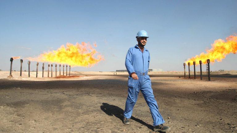 أسعار النفط تتراجع متأثرة باستمرار ضعف الآفاق الاقتصادية للصين