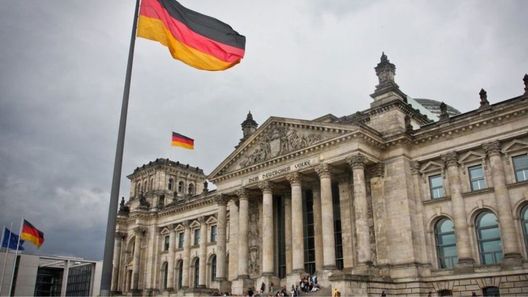 ألمانيا تحث إيران على التوقف عن تقليص التزاماتها النووية