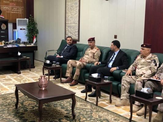 وزير الدفاع يعقد اجتماعا مع قيادة عمليات الفرات الاوسط لبحث خطة محرم